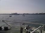 mehrere kleine herranfahrende Boote